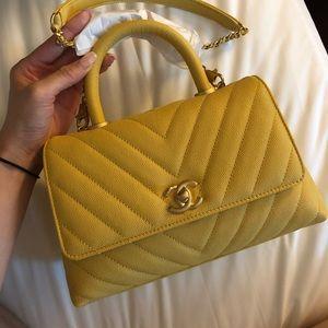 c751e09f21 Beautiful ✨ Chanel coco handle small flap bag